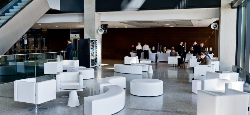 Szczyt NATO  z meblami Rent Design